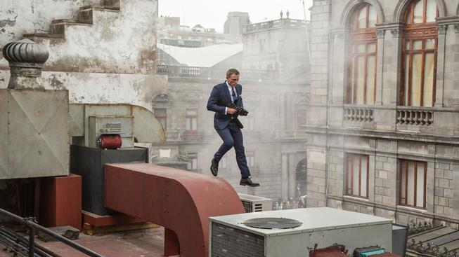 Daniel-Craig-as-James-Bond-on-the-Set-of-SPECTRE