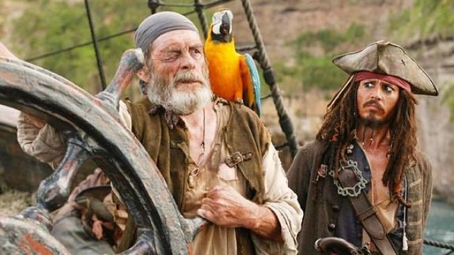 Při natáčení Pirátů z Karibiku si Johnny Depp vynutil přestávky na fotbal