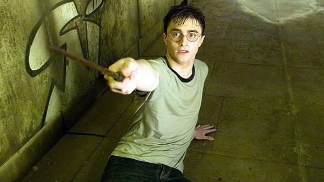 Scénář závěrečného dílů o Harry Potterovi nalezen v hospodě