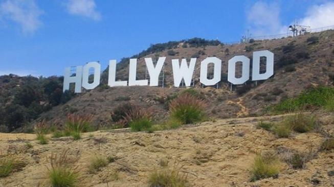 Nápis Hollywood v Los Angeles v ohrožení, obyvatelé bojují za záchranu