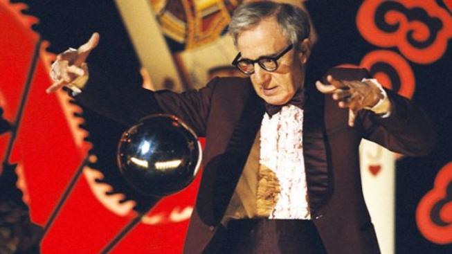 Přístup francouzské první dámy je profesionální, říká Woody Allen
