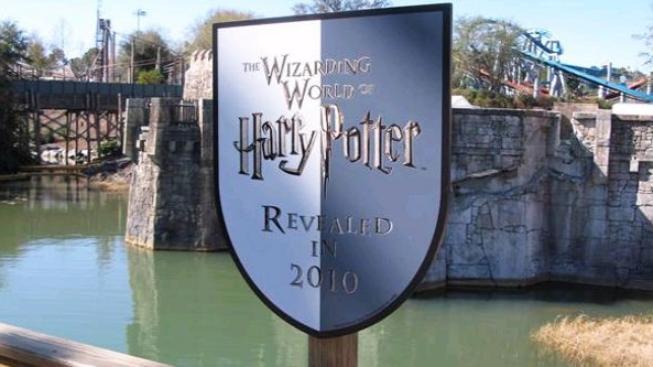 Otevření světa Harryho Pottera v Orlandu přilákalo tisíce lidí