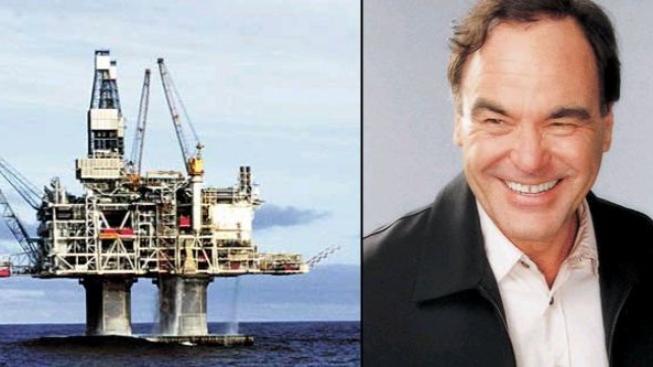 """Režisér Oliver Stone: """"USA by mělo znárodnit zdroje ropy"""""""