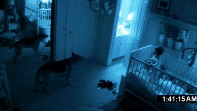 Víkendovou jedničkou v severoamerických kinech byl horor Paranormal Activity 2