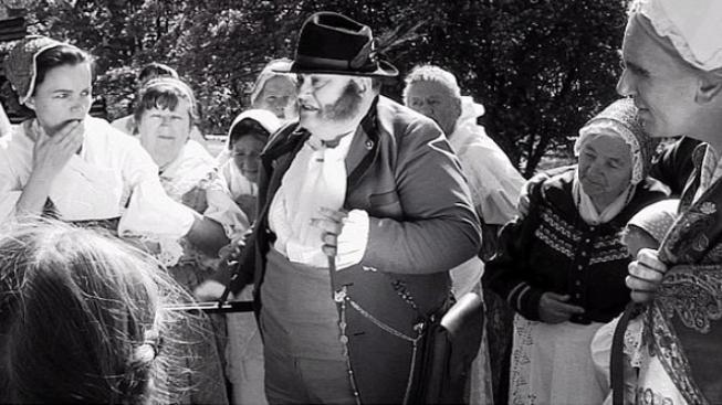 Netradiční černobílý film Babička bude mít premiéru 17.listopadu
