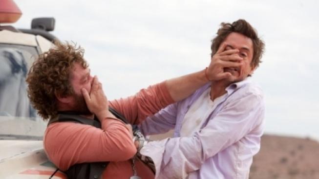 "Od režiséra komedie ""Pařba ve Vegas"" Todda Phillipse přichází nová ""road movie"" komedie ""Na doraz""."