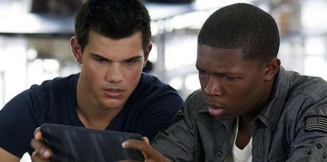 Taylor Lautner a Denzel Whitaker ve filmu Bez dechu