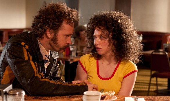 Peter-Sarsgaard-as-Chuck-Traynor-and-Amanda-Seyfried-as-Linda-Lovelace-in-LOVELACE.-Credit-Dale-Robinette.-585x350