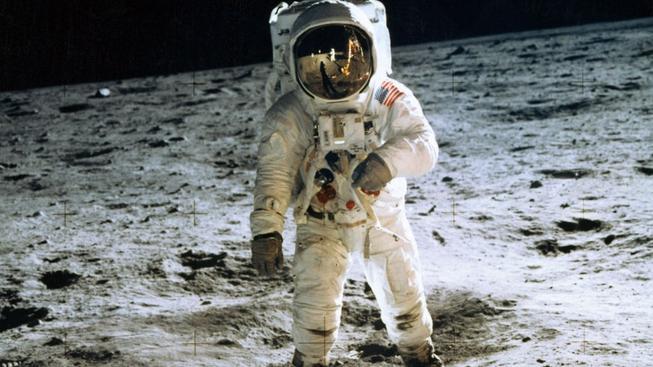 Pět filmů o vesmíru, kterými můžete doplnit oslavovanou Gravitaci