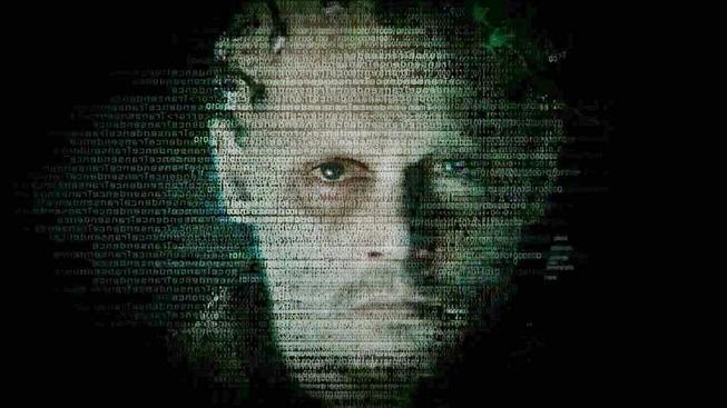Johnny Depp se v Transcendence promění do digitálního boha