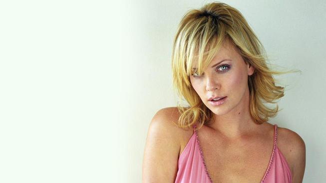 Červnové herečky - Emily Blunt ve sci-fi hitu a Nicole Kidman ve filmu o monacké kněžně