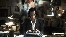 Nick Cave: 20 000 dní na zemi - recenze zvláštního dokumentu o slavném australském zpěvákovi