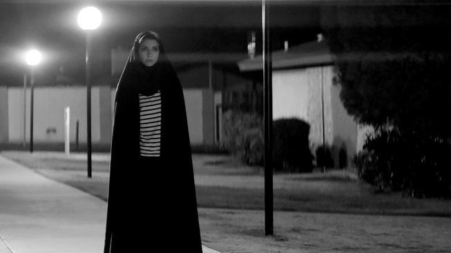 Sama nocí tmou - recenze černobílého upírského hororu