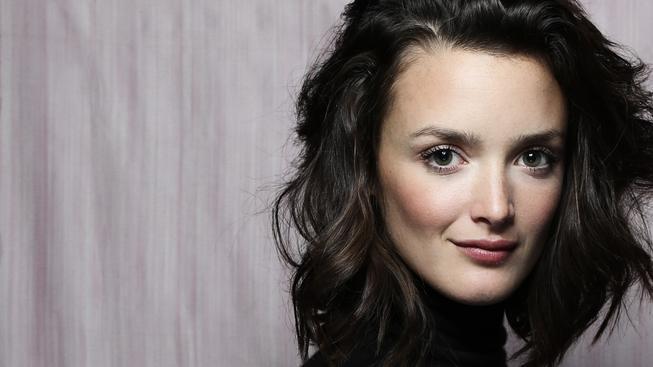 Říjnové herečky: podzimní svěžest série snaživých svůdnic