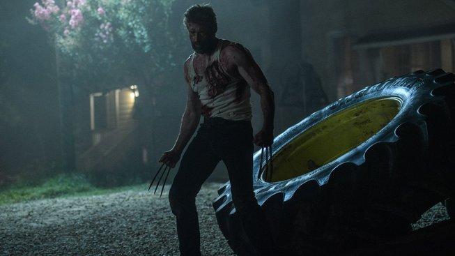Logan se v novém traileru nebojí porcovat nepřátele a mluvit sprostě