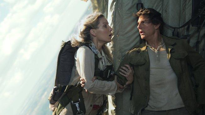 Tom Cruise předvádí své kaskadérské kousky i v nové Mumii