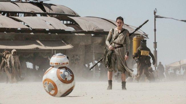 V novém animovaném kraťasu ze Star Wars chrání Rey droida BB-8