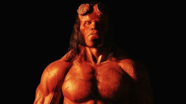 David Harbour se představuje jako Hellboy