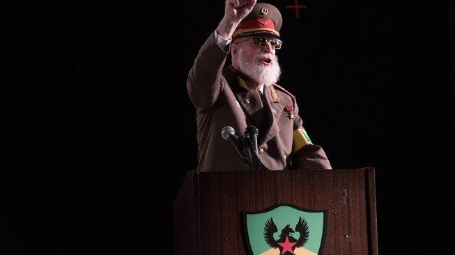 Z Michaela Cainea bude na stará kolena diktátor hrající si s panenkami
