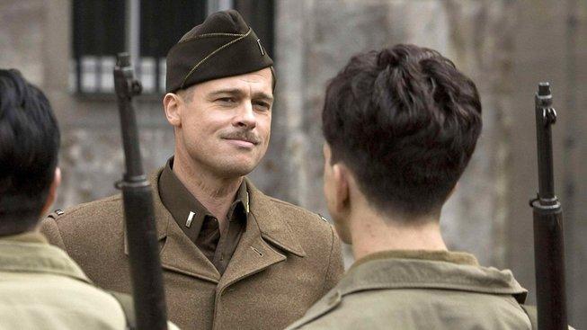 Brad Pitt a Leonardo DiCaprio se budou snažit prorazit v Hollywoodu plném hipíků