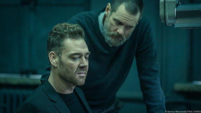 Jim Carrey si v temné detektivce Dark Crimes zase jednou okusí vážné herectví