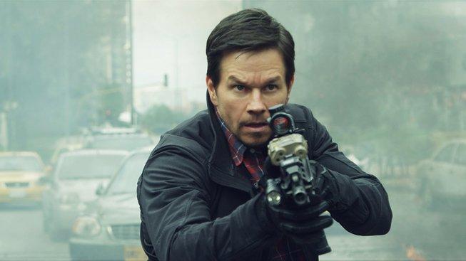 Mark Wahlberg se v Mile 22 představuje jako drsný agent CIA