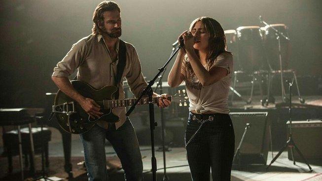 Bradley Cooper zpívá s Lady Gaga v hudebním dramatu Zrodila se hvězda