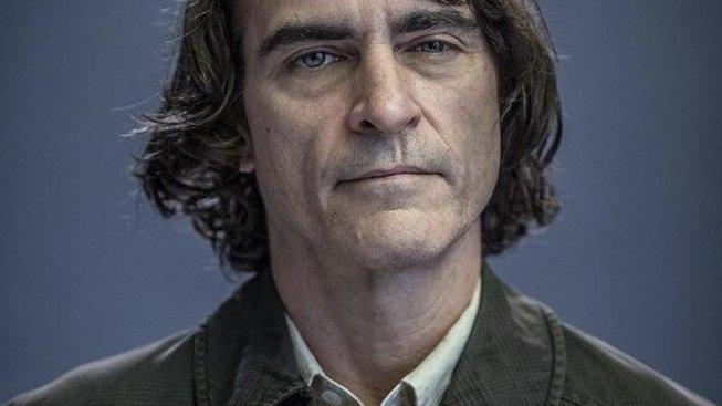 Joaquin Phoenix se představuje jako Batmanův úhlavní nepřítel Joker