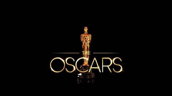 Překvapení na Oscarech - bodoval Parazit, Pitt i Phoenix
