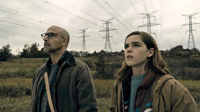 Stanley Tuci a Kiernan Shipka čelí útoku neznámých příšer v traileru k filmu The Silence
