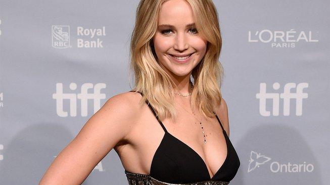 Jennifer Lawrence se po roční pauze vrací, režírovat ji bude Lila Neugebauer