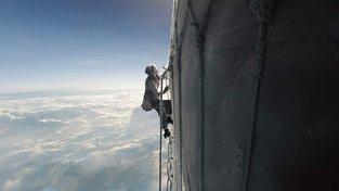 Nový trailer na The Aeronauts nabízí dechberoucí pohledy i drama
