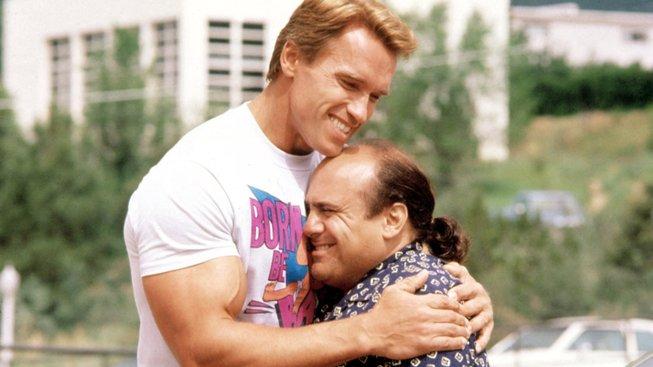 Schwarzenegger: Trojčata budou, režisérovi to jenom trvá