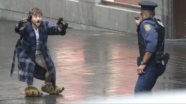 Guns Akimbo vypadá z prvního traileru tak trochu jako Crank
