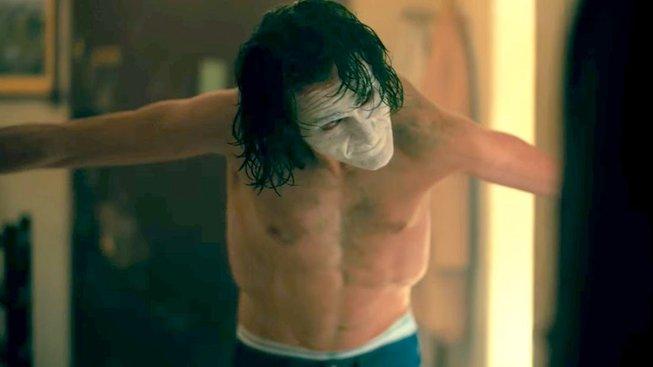 Warner Bros se prý snaží přesvědčit Phoenixe hned ke dvěma pokračováním Jokera