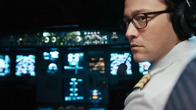 Joseph Gordon-Levitt se představuje jako pilot uneseného letadla