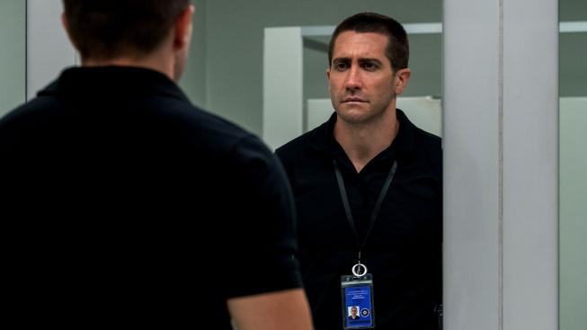 Jake Gyllenhaal se v ukázce na Viníka představuje jako operátor tísňové linky