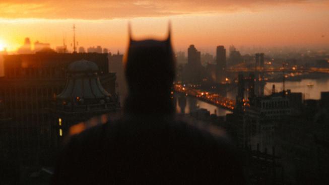 Robert Pattinson to v hlavní ukázce na Batmana rozjíždí naplno